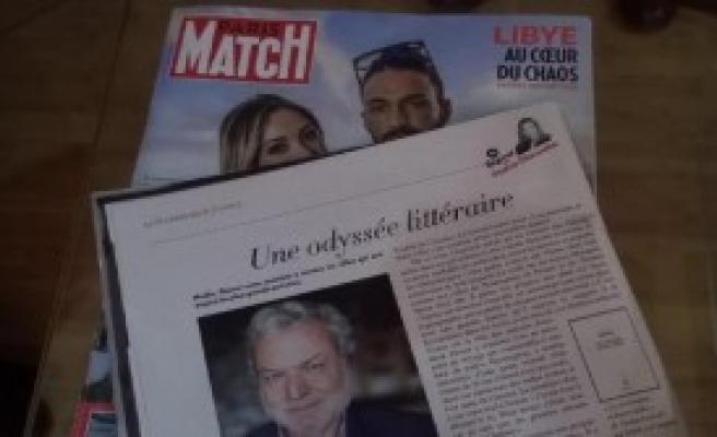 Paris'te İmza Günü Düzenledi