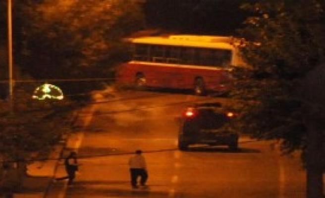 Ydg-H'liler Anahtarını Aldıkları Belediye Otobüsü İle Yolu Kapattılar