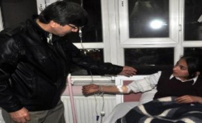 Yemekten Zehirlenen Öğrenciler Hastaneye Kaldırıldı
