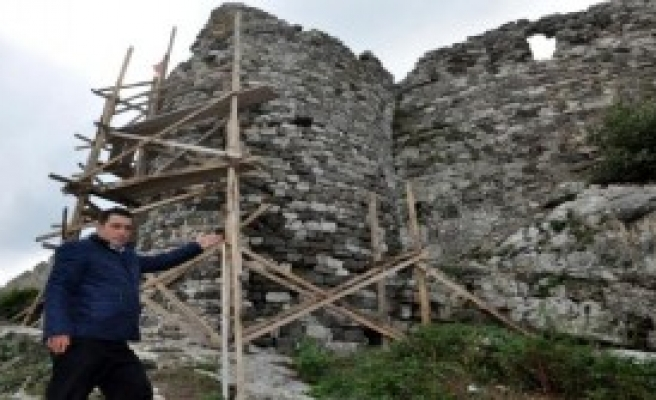 Yıkılan Amasra Kalesi Duvarları Yapılıyor