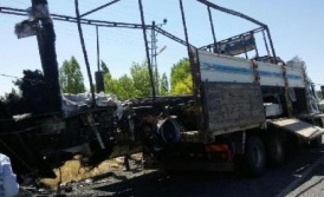 Yol Kesen PKK, Ağrı'da Kamyon Yaktı