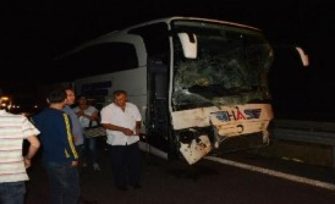 Yolcu Otobüsü Kamyonete Çarptı: 4 Yaralı