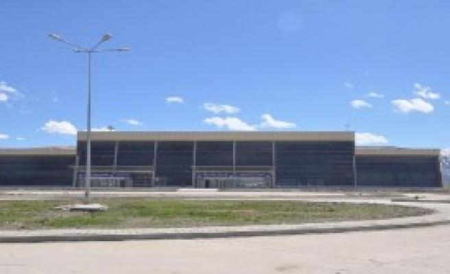 Yüksekova Havalimanı'na Test İnişi