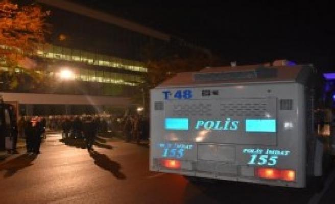 Zaman Gazetesi'nde Polis Ekibi
