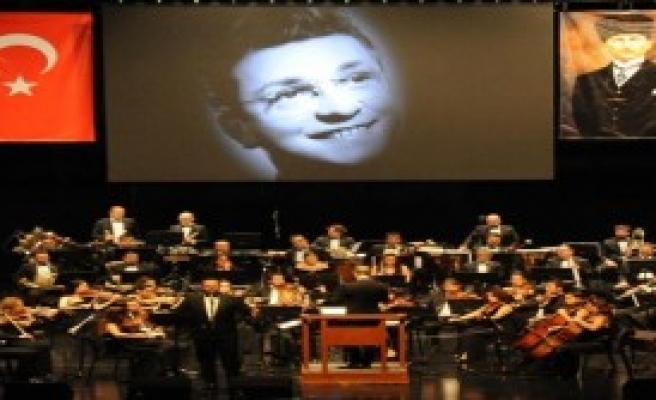 Zeki Müren'in Şarkılarına Hayat Verdi