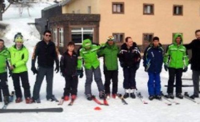 Zihinsel Engelli Çocuklara Kayak Eğitimi