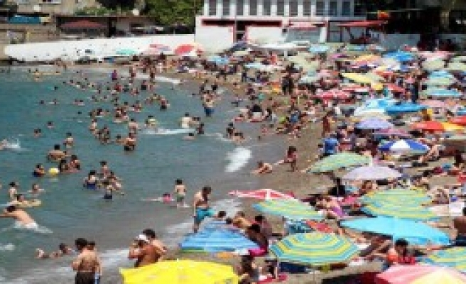 Kapuz Plajı, Bayramda Doldu Taştı