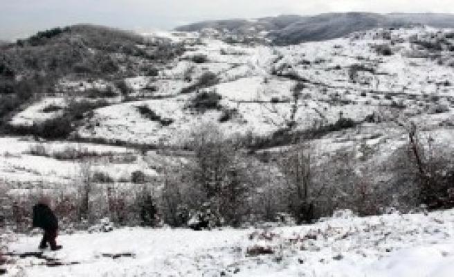 Zonguldak'ın Yükseklerine Kar Yağdı