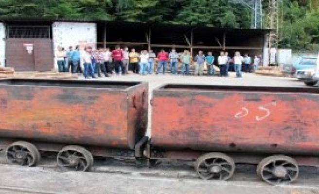 2 Bin 700 Madenci İşten Çıkarıldı