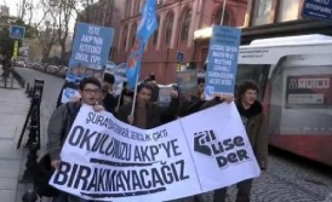 Zorunlu Din Dersi Kararı' Protestosu