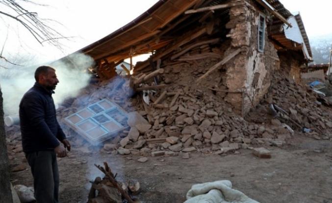 Bir köy tamamen yıkıldı!