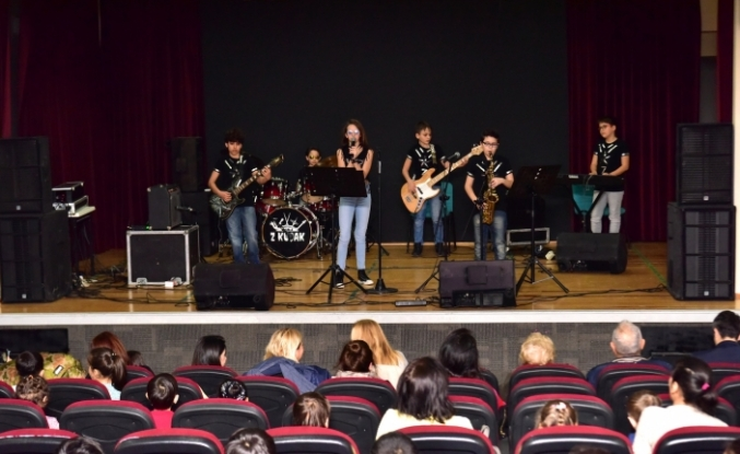 Bornovalı çocukların konser keyfi