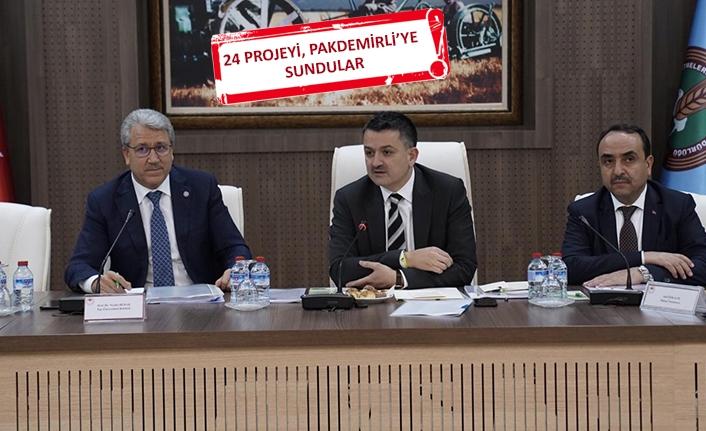 Rektör Budak ve Egeli akademisyenlerden Ankara çıkarması