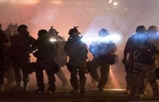 Ferguson Eylemleri Devam Ediyor