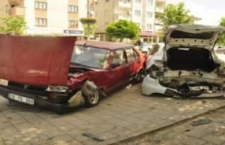 17 Yaşındaki Ehliyetsiz Sürücü Kaza Yaptı