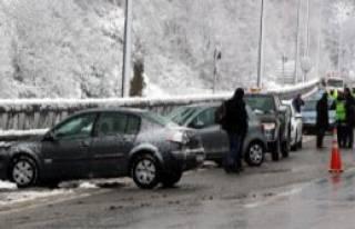 Bolu Dağı'nda 6 Araç Birbirine Girdi!