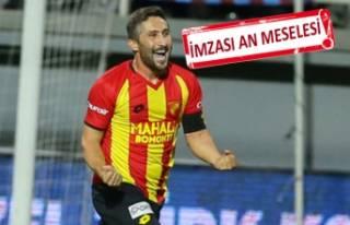 Sabri Sarıoğlu'nun sarı kırmızı aşkı...