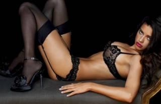 Adriana Lima'dan seksi yatak pozu