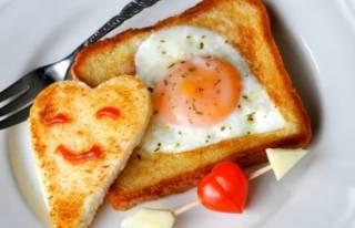 Acele kahvaltının en güzel hali: Ekmek içinde...