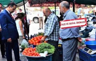 Bornova'nın Yerel Üretici Pazarı'nda üreticiler...