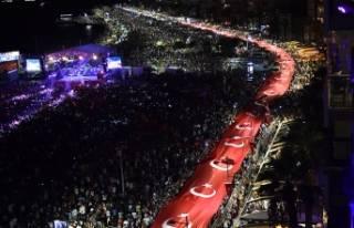 İzmir'de Cumhuriyet'in 95. yılında coşkulu...