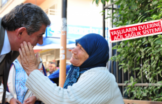 Balçova'da Yaşlılara evlat şefkati