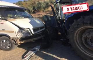 Öğrenci servisi ile traktör çarpıştı!
