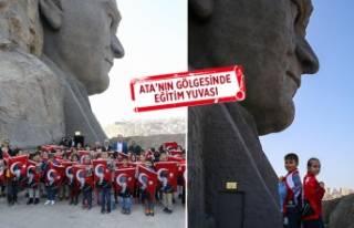 Öğrenciler tarihlerini 'Atatürk Eğitim Atölyesi'nde...