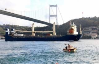 Rus kargo gemisi Boğaz'dan geçti