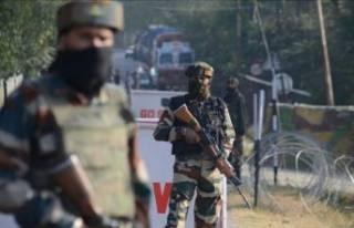 Hindistan'da bomba yüklü araçla saldırı!