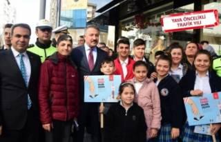 İzmir Emniyet Müdürü Aşkın, sürücülere yaya...