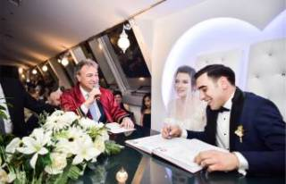 Bornova Belediye Başkanı İduğ, ilk nikahını...