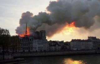 Notre Dame Katedrali'nde büyük yangın!