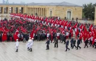 Binlerce genç Anıtkabir'e akın etti