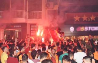 İzmir'de Galatasaraylı taraftarlardan şampiyonluk...