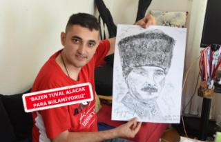Otizimli Erkan, hayata sanatla tutunuyor