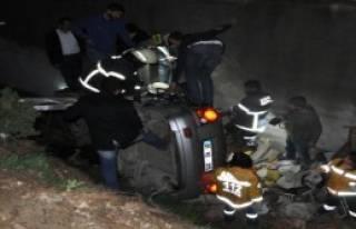Adana'da Trafik Kazası: 2 Ölü, 2 Yaralı