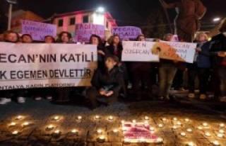 Antalya'da Kadınlar Özgecan İçin Eylem Yaptı