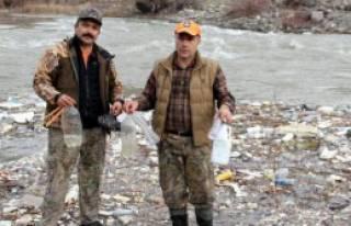 Avcılardan Karasu'da Temizlik