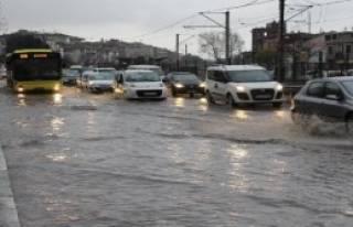 Bursa Sağanak Yağmurla Göle Döndü