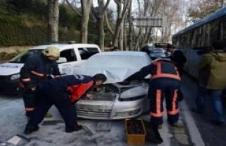 Dolmabahçe'deki Kaza Trafiği Tıkadı
