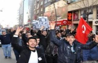 Elazığ'da 10 Bin Kişi Yürüdü