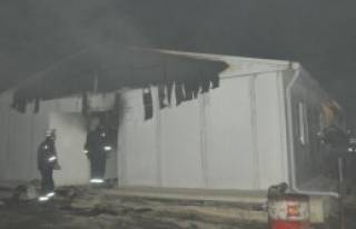 İşçilerin Kaldığı Prefabrik Bina Yandı