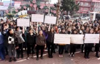 Isparta'da Öğrencilerden Özgecan Eylemi