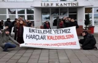 Öğrencilerden 'Harç' Protestosu