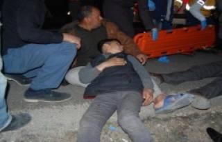 Nizip'te İki Otomobil Çarpıştı:12 Yaralı