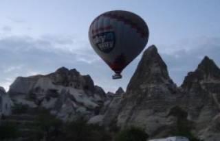 Kapadokya'da Balona Bindiler