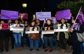Sevgililer Günü'nde Kadınlardan Şiddet Protestosu