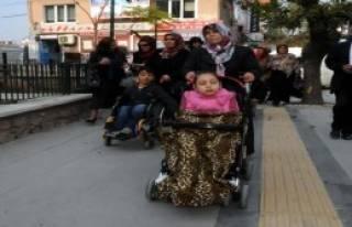 Protokol Engelliler İle Yürüdü