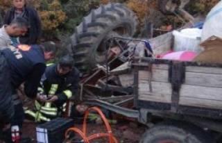 Traktör Devrildi: 2 Yaralı
